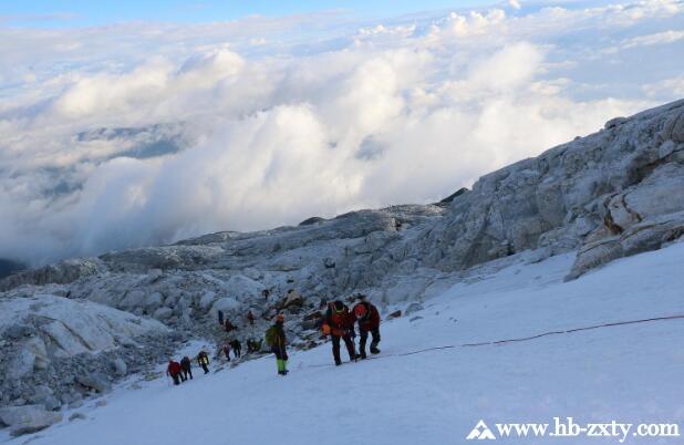 旅行团建丨哈巴雪山