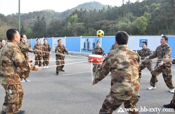 武汉某医药公司全体员工的户外拓展活动