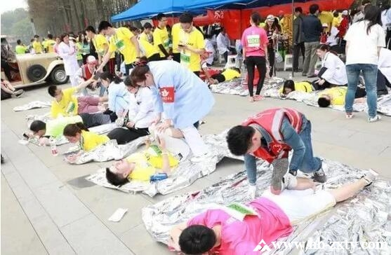 """000余名大学生畅跑东湖绿道马拉松"""""""